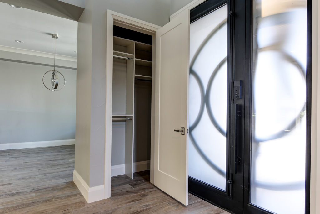 Denver Custom Closets Miters Touch